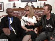 Porn veteran Nina Hartley teaches lessons of riding a black dick
