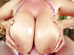 Mature Japanese slut loves big cocks