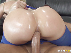 Sexy young pornstar ready for big cock inside her sexy ass