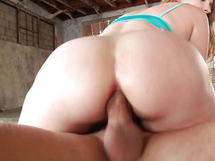Mega big butt bitch is ready for deep anal during training
